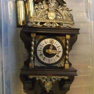 """Dutch  Wall Clock """"nu elck syn sin"""""""